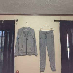 NWOT Woman's Jogging Suit? Size Small